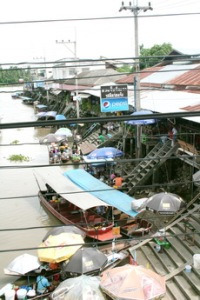 one hour from Bangkok City to Floating Market